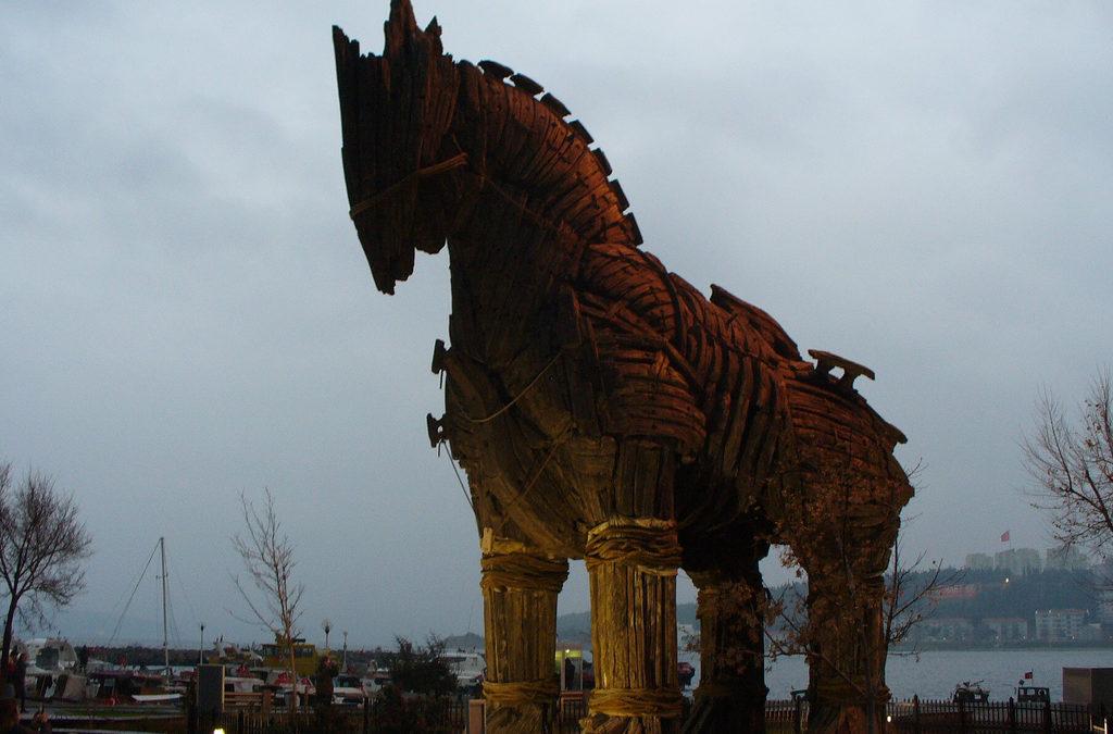 Le Cheval de Troie en informatique, ou Trojan.