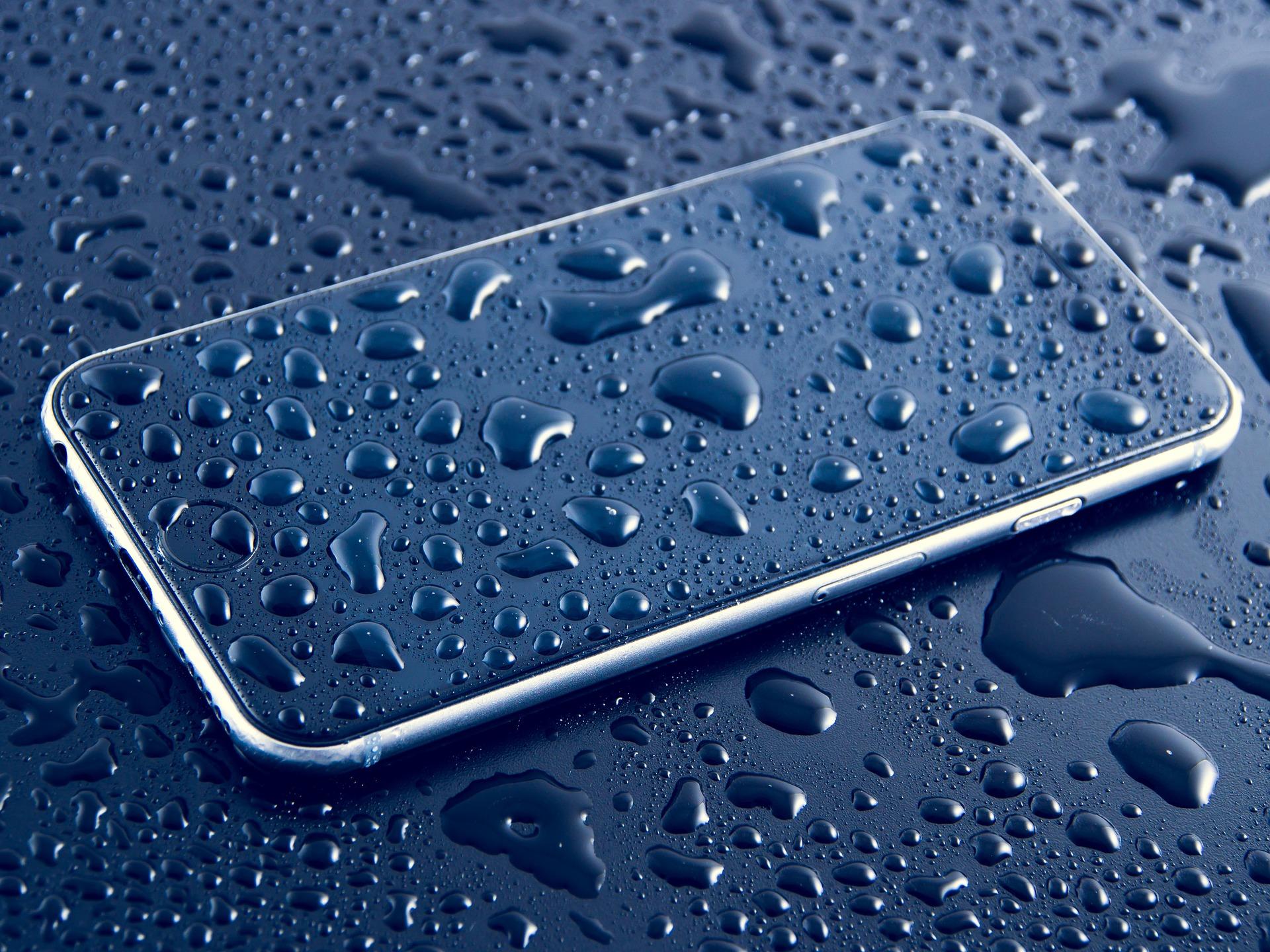 smartphone-a-l-eau