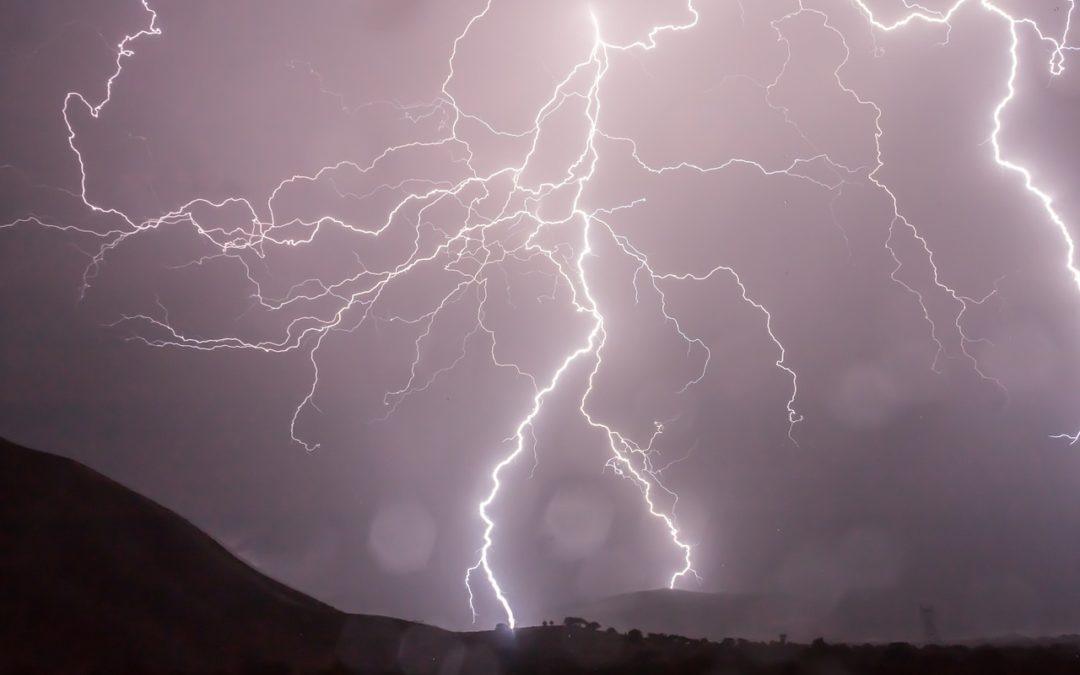 Ordinateur et orage : risques et prévention.
